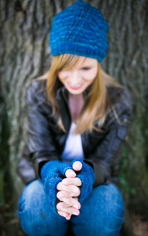 Anuanu Hat and Fingerless Gloves