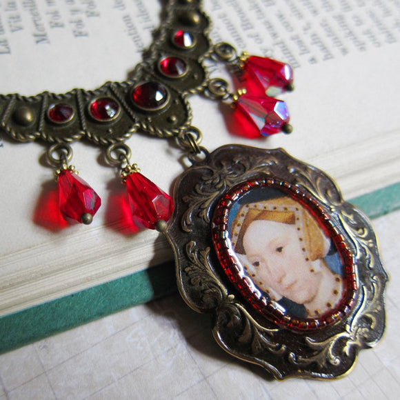 JANE SEYMOUR Tudor Medallion Necklace