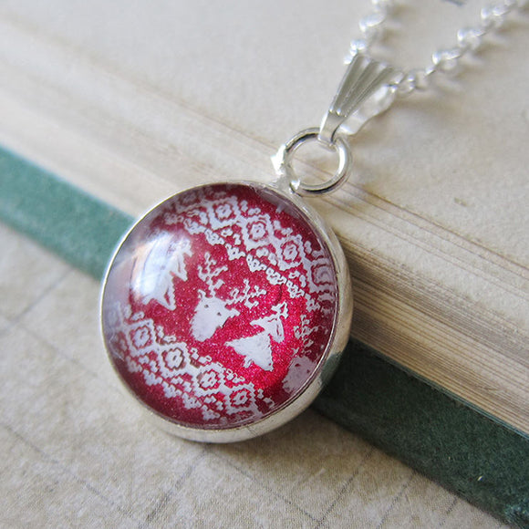 REINDEER SWEATER Necklace