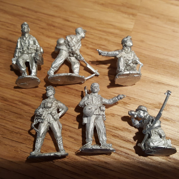 zzzz Perry Miniatures WW2 Afrikakorps 1941-43 & 6 metal figures