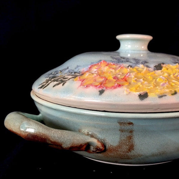 Rose Garden Ceramic Casserole! Elegantly Adorned With Sculpted Roses!