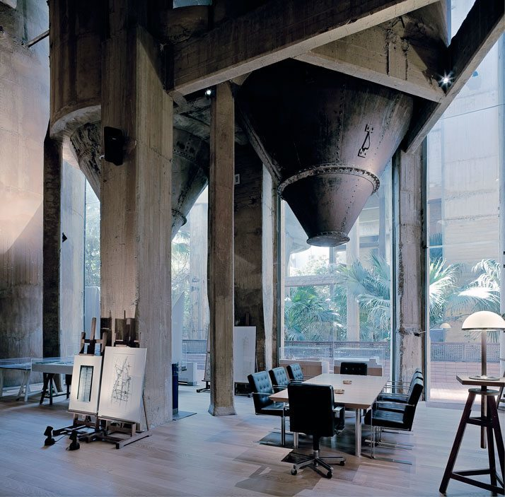 Ricardo-Bofill-cement-factory-house-0