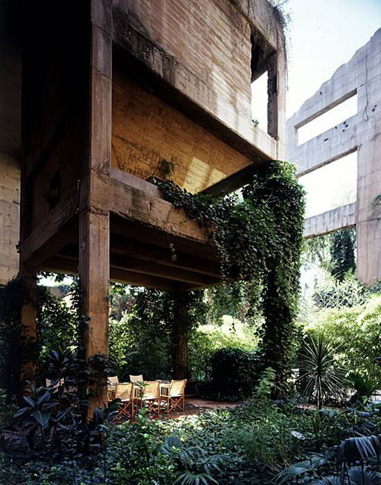 Ricardo-Bofill-cement-factory-house-25