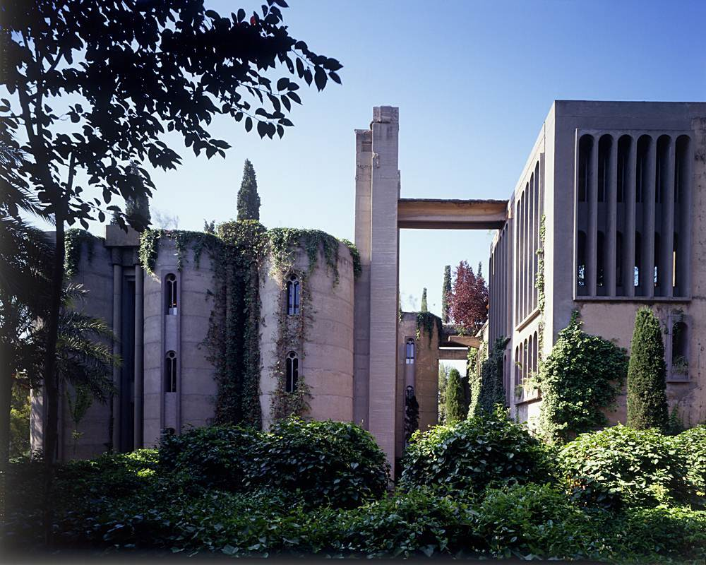 Ricardo-Bofill-cement-factory-house-3