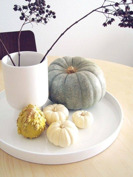 Thanksgiving-Table-Setting-Different-Pumpkins