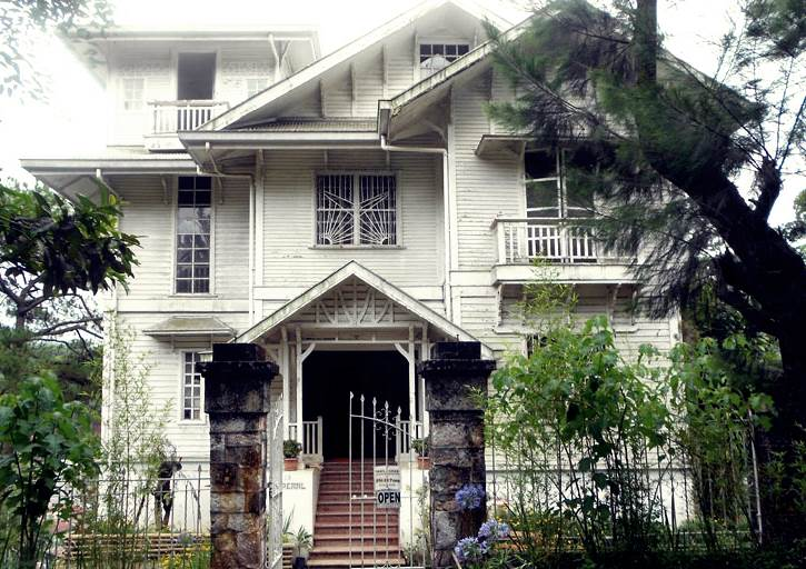 most-beautiful-haunted-houses-in-the-world-laperal-mansion-philippines