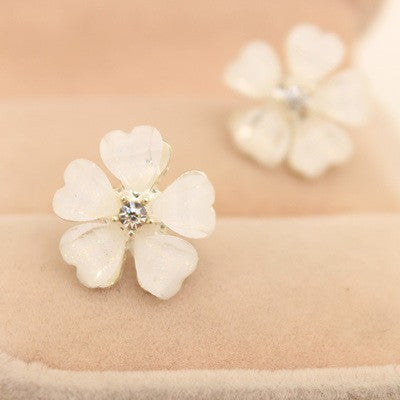 Beautiful Clover Flower Crystal Stud Earrings for Women Jewelry White Stud Earrings Diameter 1.5 cm
