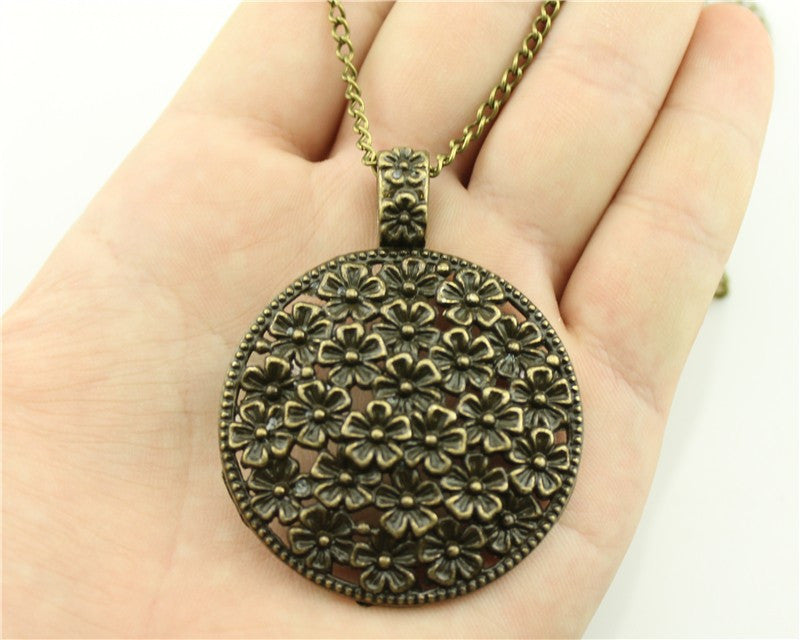 simple antique silver tone round flowers pendant necklace