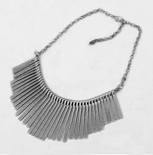 Fashion classic metal fan-shaped tassel short design necklace chain
