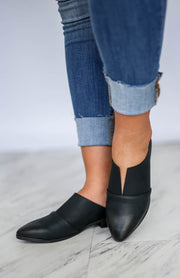 Kiki LaRue Jumper Black V-Cut Mules