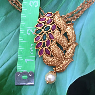 Leaf Pendant With Crimped  Mesh Chain Necklace