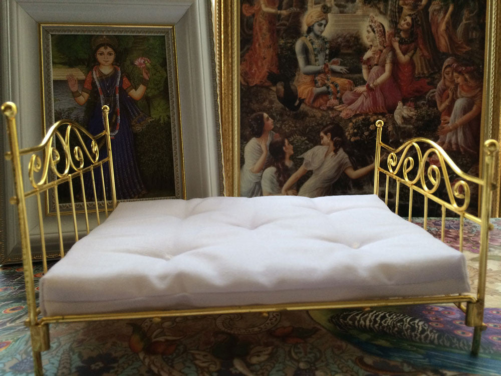 "Brass Queen Size Bed Without Bedding - 7"" x 5"" inch"