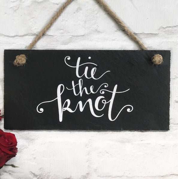 Wedding sign 'tie the knot'