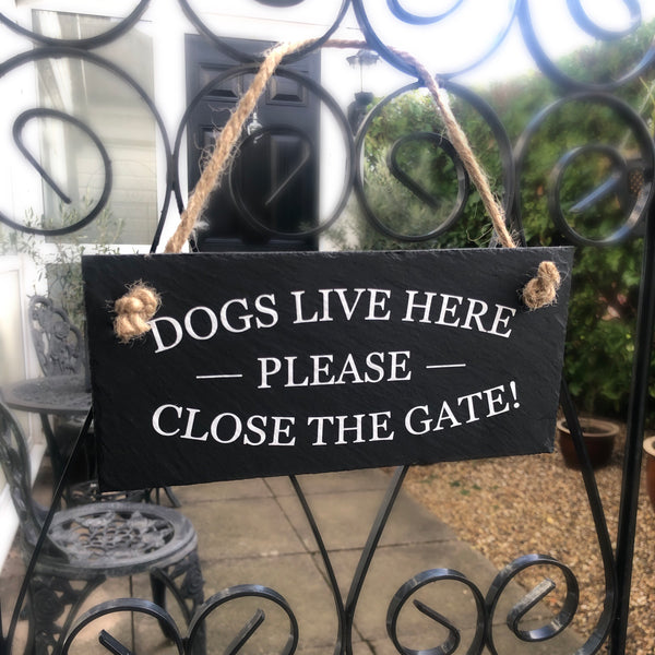 Dogs live here, please close the gate. Dog owner gift, hanging slate sign with jute rope suitable for use outside. - Lilybels
