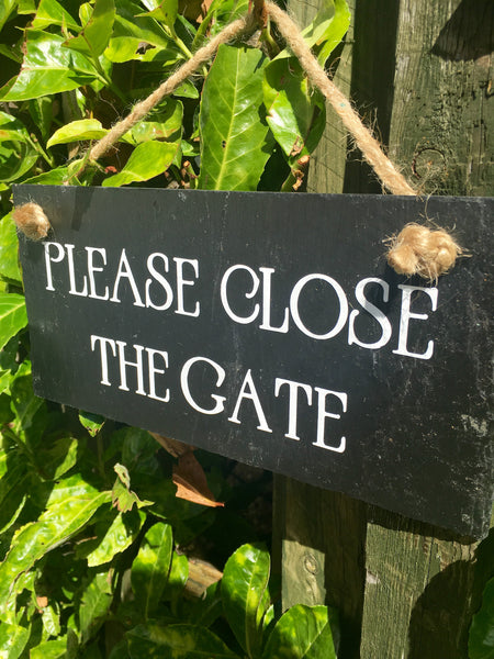 Please close the gate sign - Lilybels