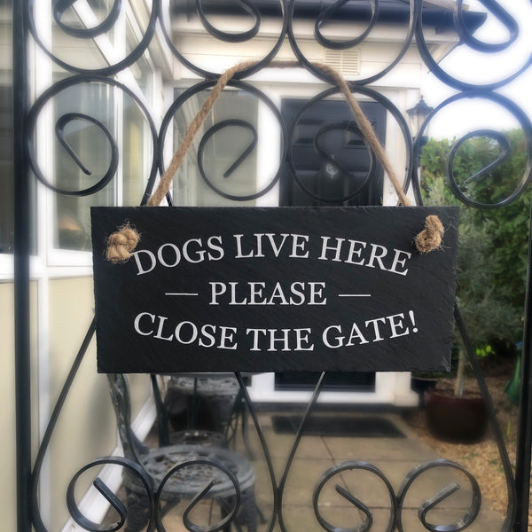 Dogs live here, please close the gate, slate sign with jute rope - Lilybels