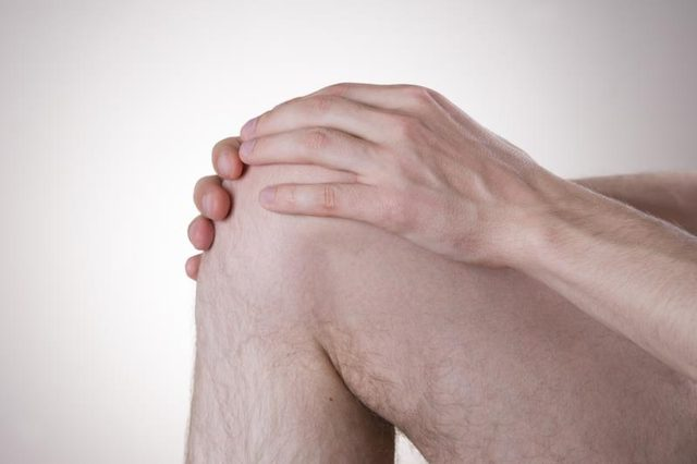 Knee muscle pain can be caused by injury.