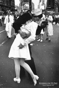 V-J Day in Times Square (24x36) - BAW90001