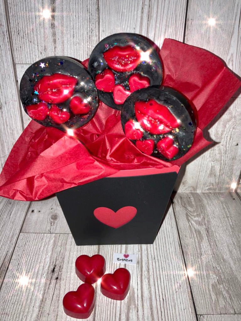 Bowzos Valentines Wax Melt Hearts & Kisses Bouquet (Free UK Delivery)