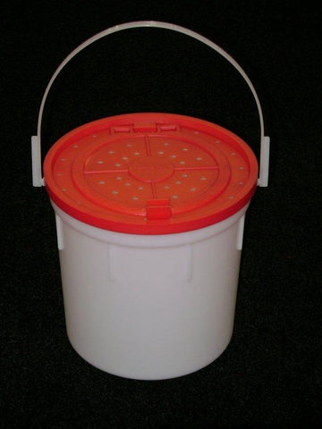 BayShore Tackle and Outfitters:Challenge 4qt Plastic Minnow Bucket,Challenge Plastic Products