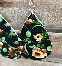 Load image into Gallery viewer, Floral Leather Earrings