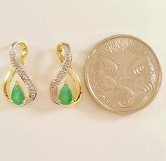 9K SOLID GOLD 0.40CT NATURAL EMERALD STUD EARRINGS WITH FOUR DIAMONDS.
