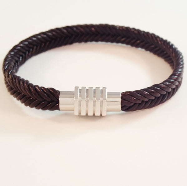 MEN'S BROWN BRAIDED COW HIDE LEATHER BRACELET WITH STAINLESS STEEL CLASP.