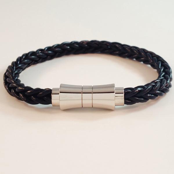 MEN'S BLACK BRAIDED COW HIDE LEATHER BRACELET WITH STAINLESS STEEL CLASP.