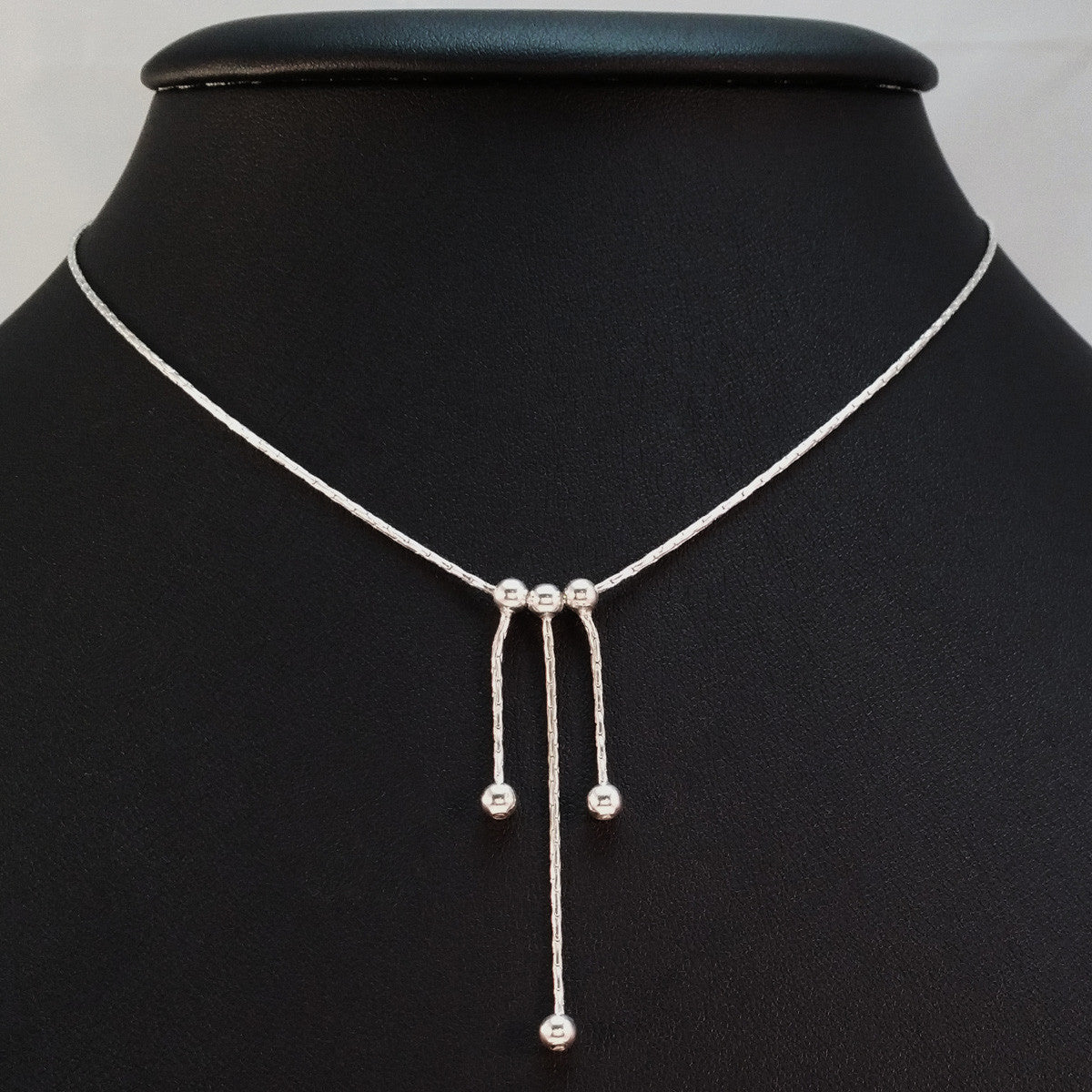 925 STERLING SILVER NECKLACE WITH THREE FLOATING DROPS.