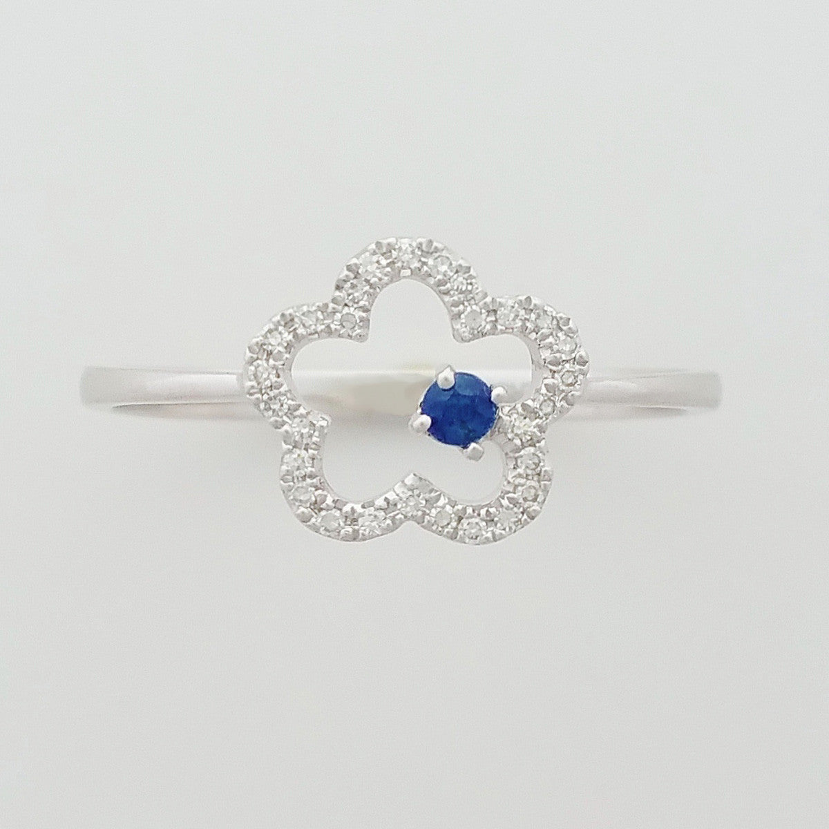 9K SOLID WHITE GOLD 0.05CT NATURAL SAPPHIRE RING WITH 28 DIAMONDS.