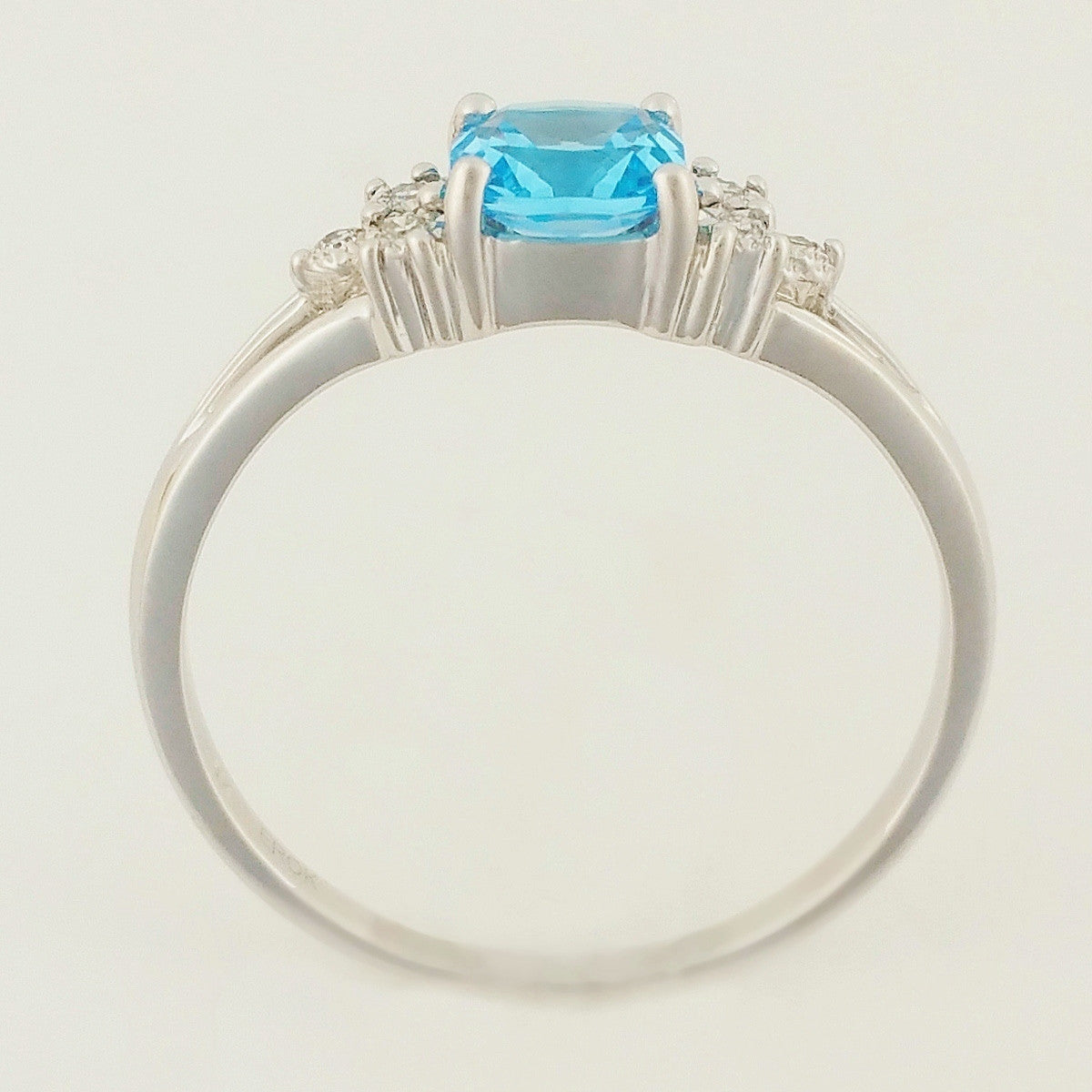 9K SOLID WHITE GOLD 0.60CT NATURAL BLUE TOPAZ RING WITH 6 DIAMONDS.