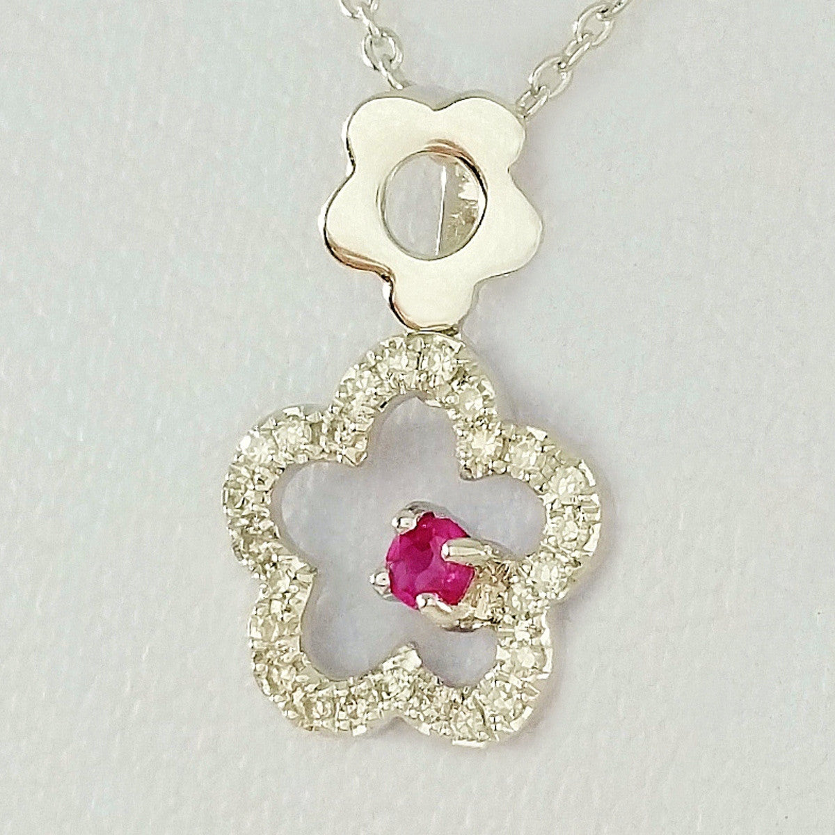9K SOLID WHITE GOLD 45CM NECKLACE WITH NATURAL RUBY AND 25 DIAMOND PENDANT.