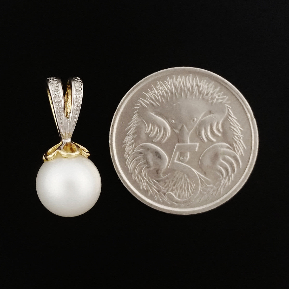 9K SOLID GOLD 8.00MM PEARL AND DIAMOND PENDANT.