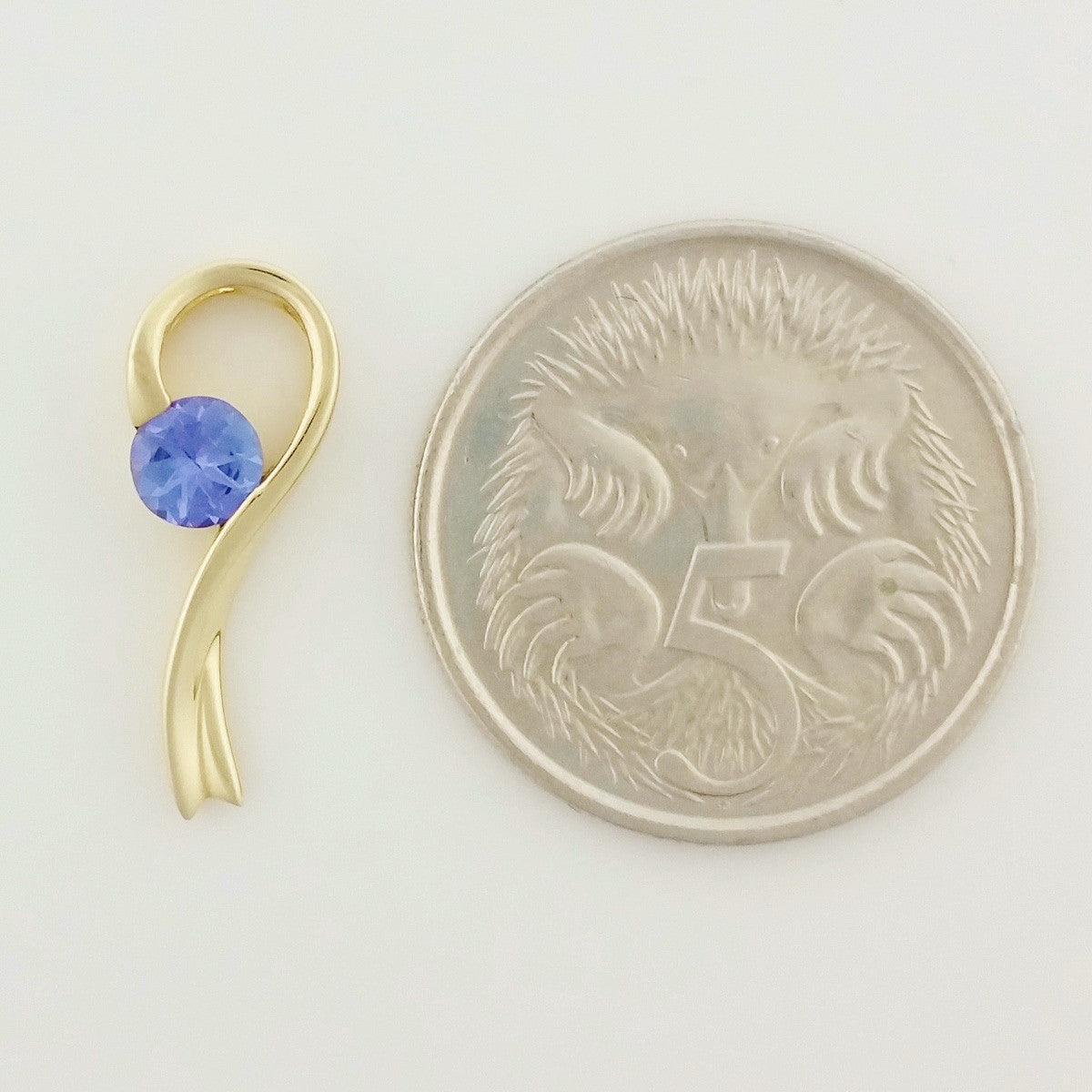 9K SOLID GOLD 0.29CT TANZANITE PENDANT.