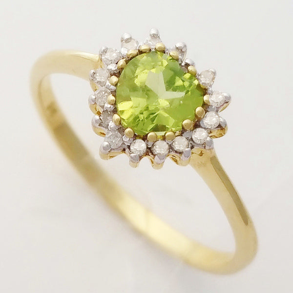 HANDMADE 9K SOLID YELLOW GOLD 0.55CT HEART CUT PERIDOT AND 16 DIAMOND RING.