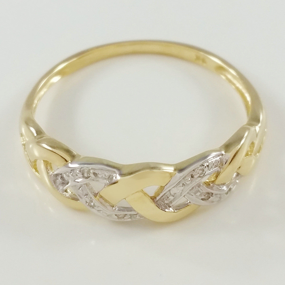 9K SOLID GOLD ENDLESS KNOT CELTIC BAND RING WITH 8 DIAMONDS.
