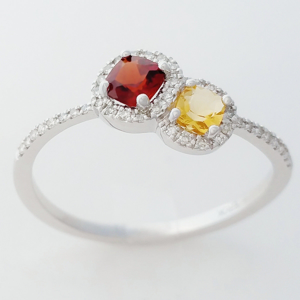 9K SOLID WHITE GOLD NATURAL CITRINE & GARNET RING WITH 40 DIAMONDS.