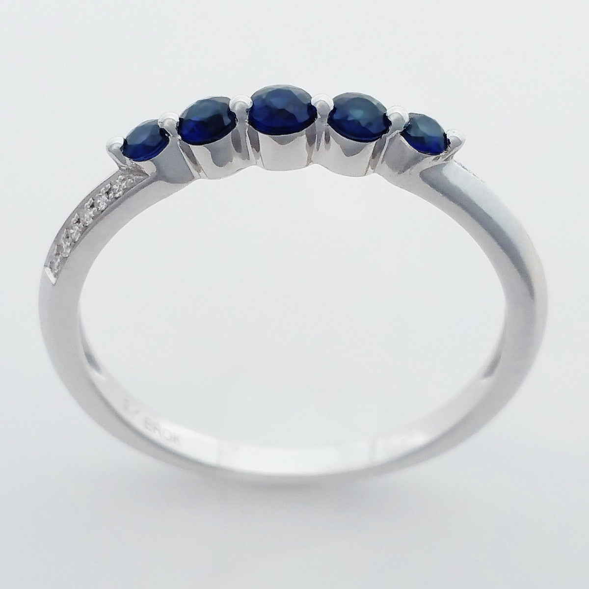9K SOLID WHITE GOLD 0.30CT NATURAL AUSTRALIAN SAPPHIRE RING WITH 12 DIAMONDS.