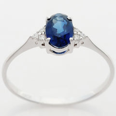 9K SOLID WHITE GOLD 0.50CT NATURAL OVAL BLUE SAPPHIRE RING WITH 6 DIAMONDS.