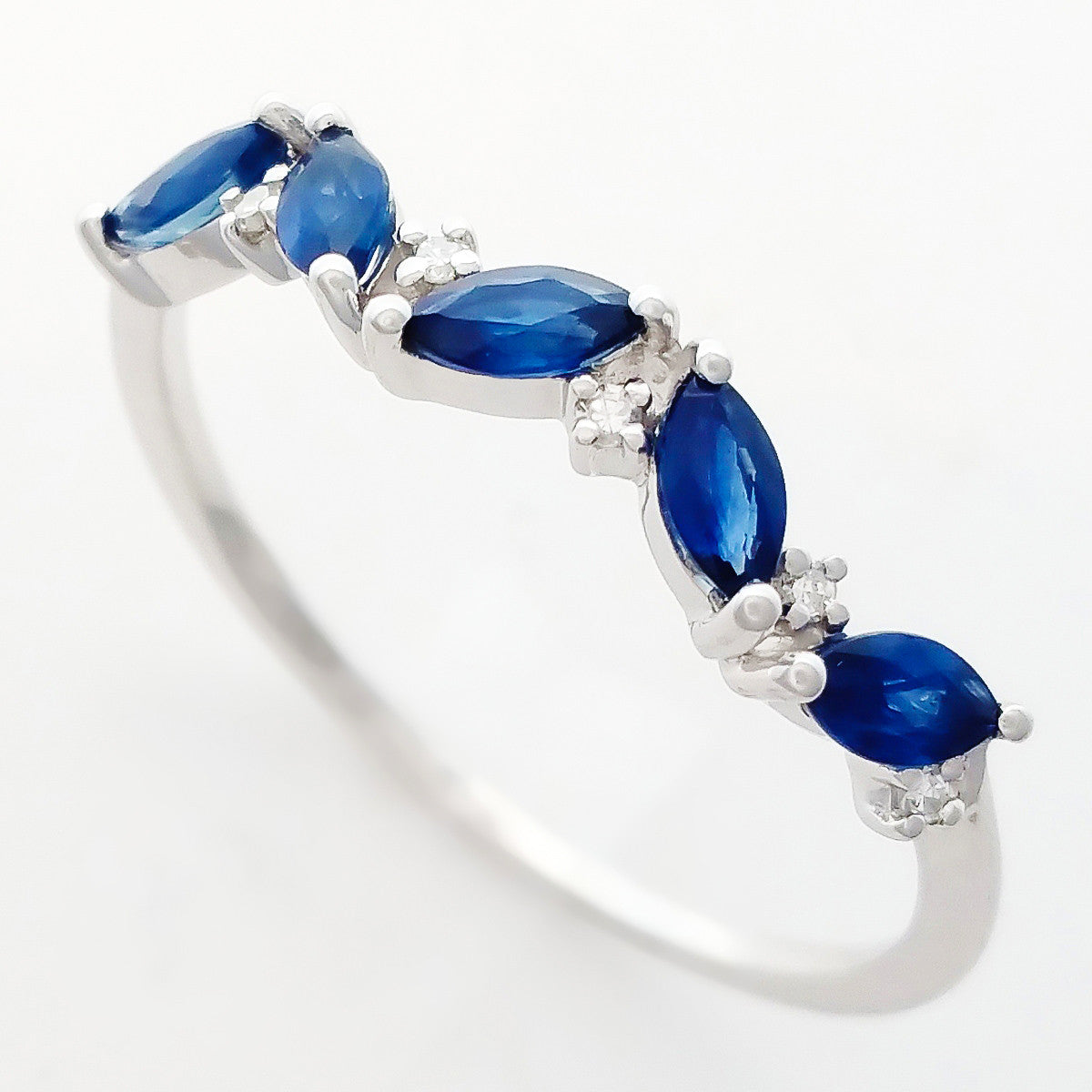 9K SOLID WHITE GOLD 0.60CT NATURAL MARQUISE BLUE SAPPHIRE RING WITH 6 DIAMONDS.