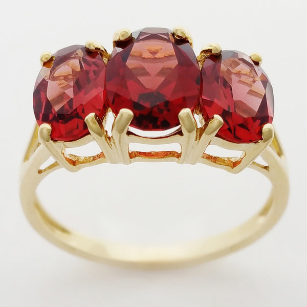 9K SOLID YELLOW GOLD 3.20CT NATURAL ALMANDINE GARNET 3 STONE RING.