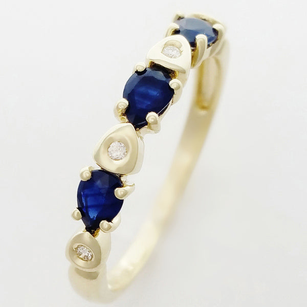 9K SOLID GOLD 0.50CT NATURAL AUSTRALIAN PEAR CUT SAPPHIRE RING WITH 4 DIAMONDS.