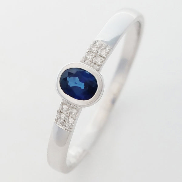 9K SOLID WHITE GOLD 0.25CT NATURAL OVAL BLUE SAPPHIRE RING WITH 8 DIAMONDS.