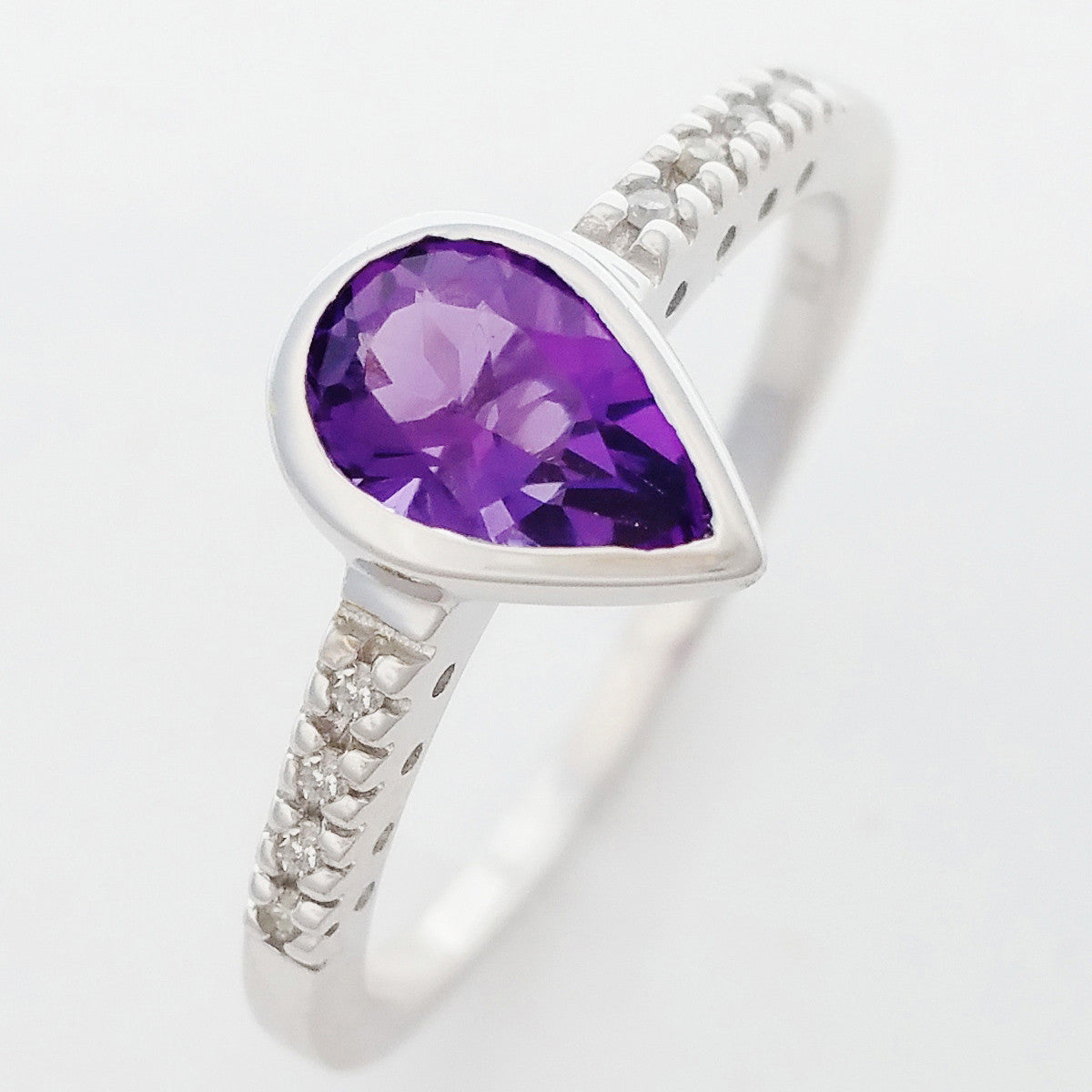 9K SOLID WHITE GOLD 0.70CT NATURAL PEAR CUT AMETHYST RING WITH 8 DIAMONDS.
