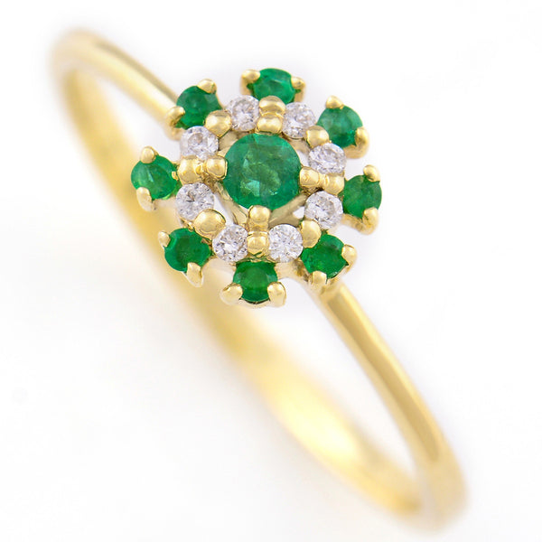 9K SOLID GOLD 0.15CT EMERALD CLUSTER RING WITH 8 DIAMONDS.
