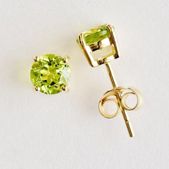 9K SOLID GOLD 1.20CT NATURAL PERIDOT STUD EARRINGS.