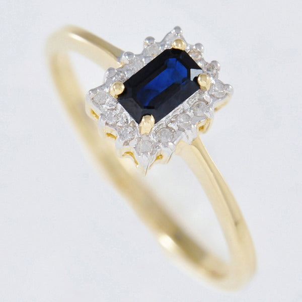 9K SOLID GOLD VINTAGE INSPIRED 0.40CT NATURAL SAPPHIRE RING WITH 14 DIAMONDS.