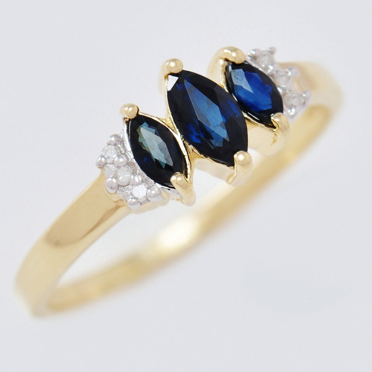 9K SOLID GOLD HANDMADE VINTAGE INSPIRED 0.70CT NATURAL SAPPHIRE RING WITH 6 DIAMONDS.