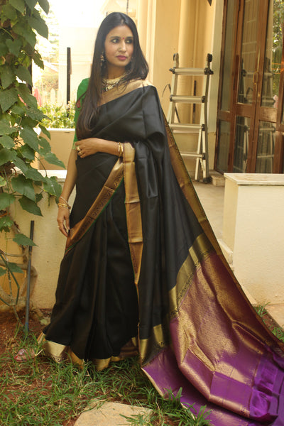 Black Pure Kanjeevaram silk handloom saree  zari and heavy pallu.TCB-JRS7276