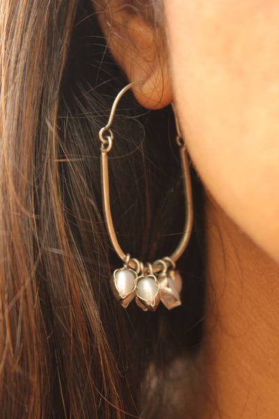Silver oval hoop earrings with semi precious stones. VA-F5-FB